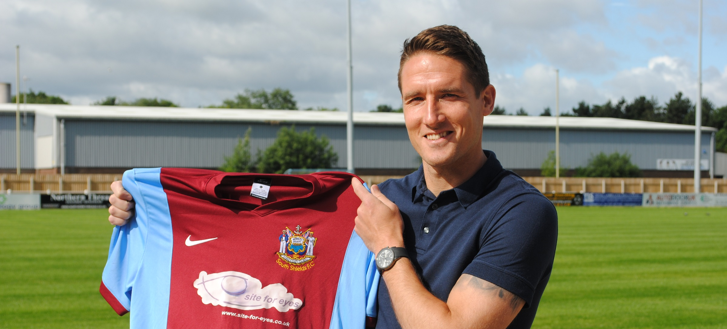 Mariners complete signing of striker Jon Shaw