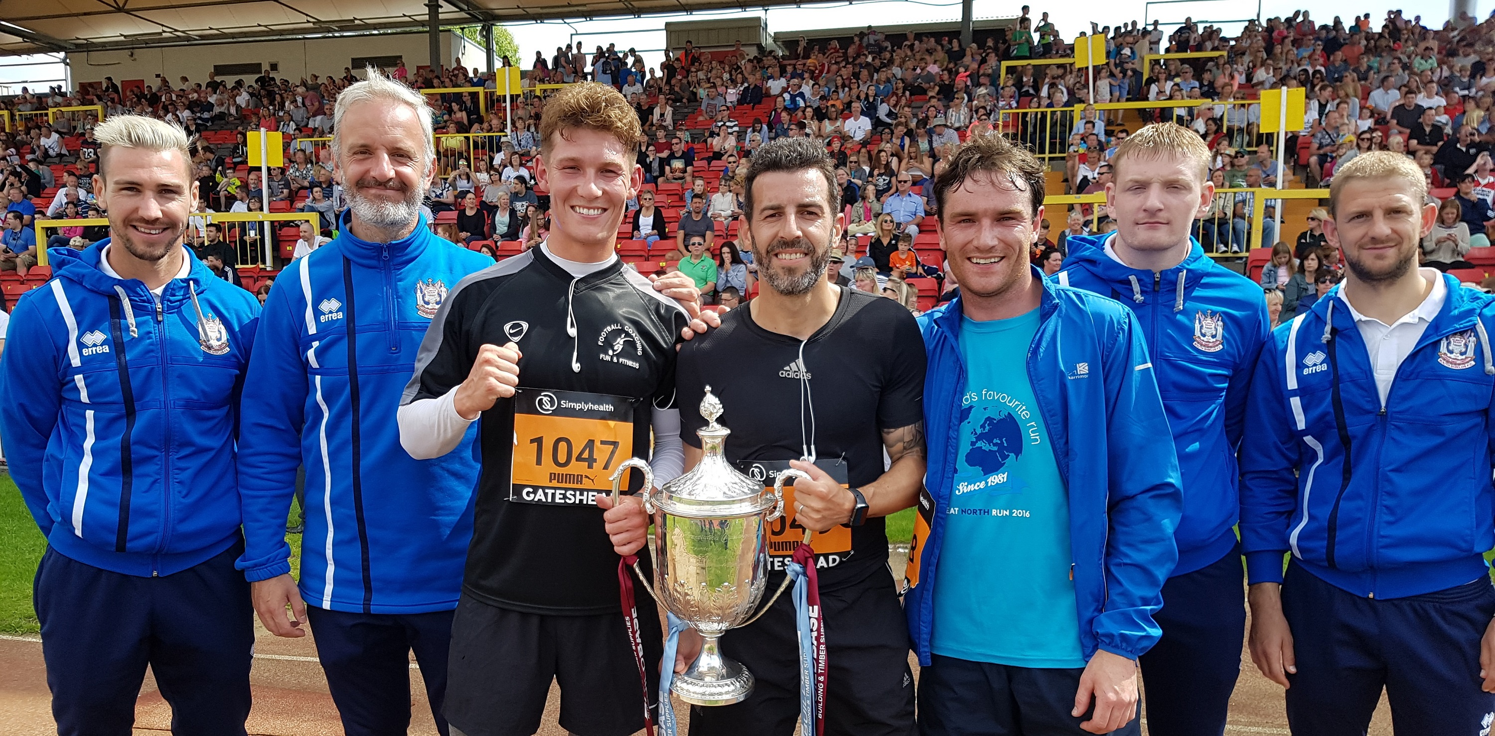 Mariners officially start Great North 10k – with three players going the extra mile