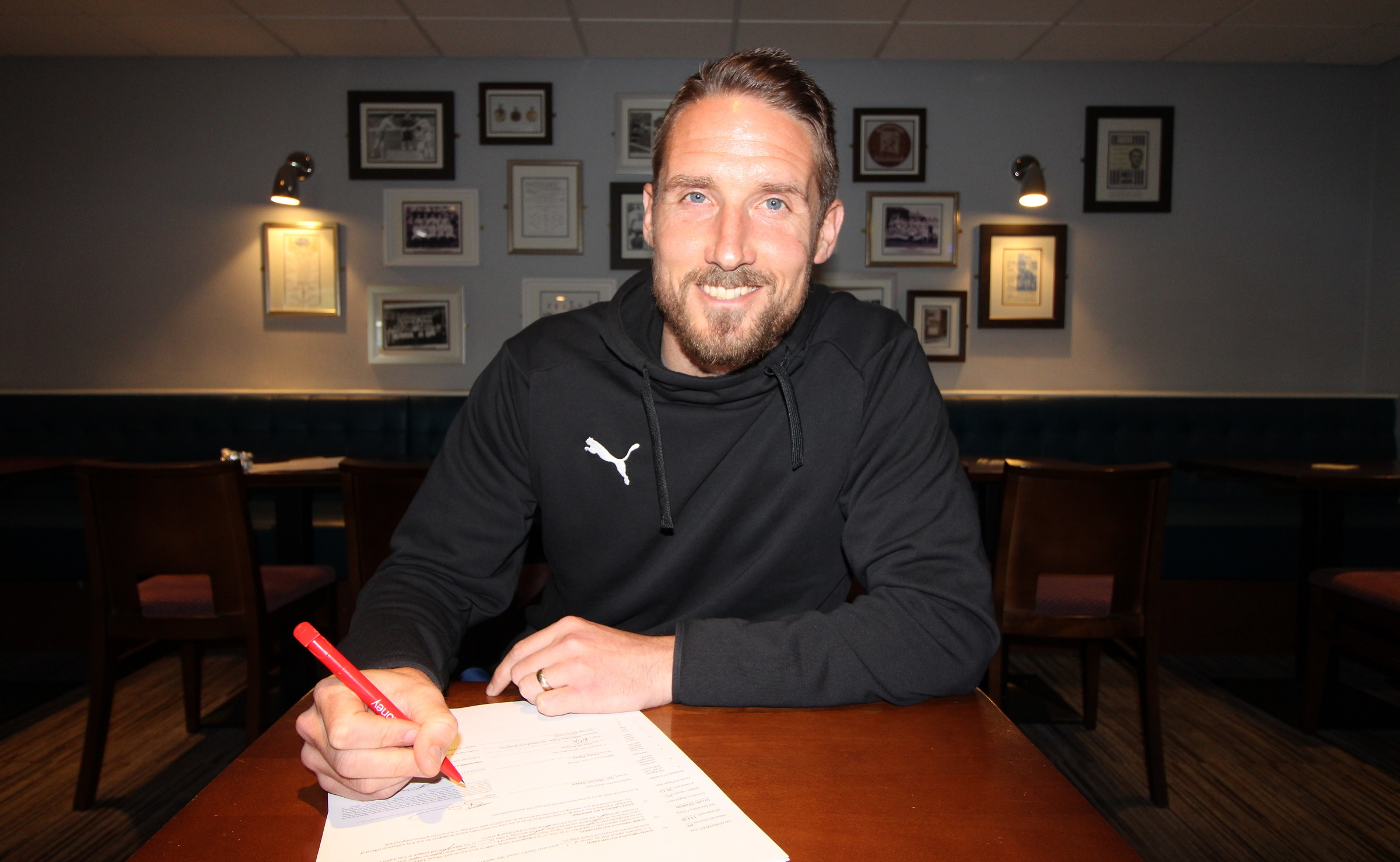 Skipper signs up for new season as Shaw pens new deal