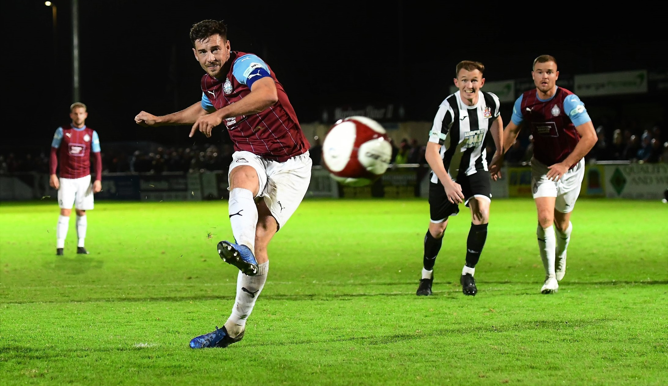 South Shields 2-1 Stalybridge Celtic: Stoppage time winner continues winning run